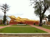 liegender Buddha neben That Luang