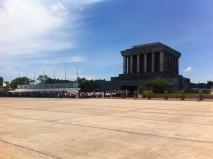 Nach unserem Rückflug hatten wir noch etwas Zeit in Hanoi. Was man hier nicht sieht, ist der Rest der Warteschlange: 2,5km lang dauert 1,5 Stunden.